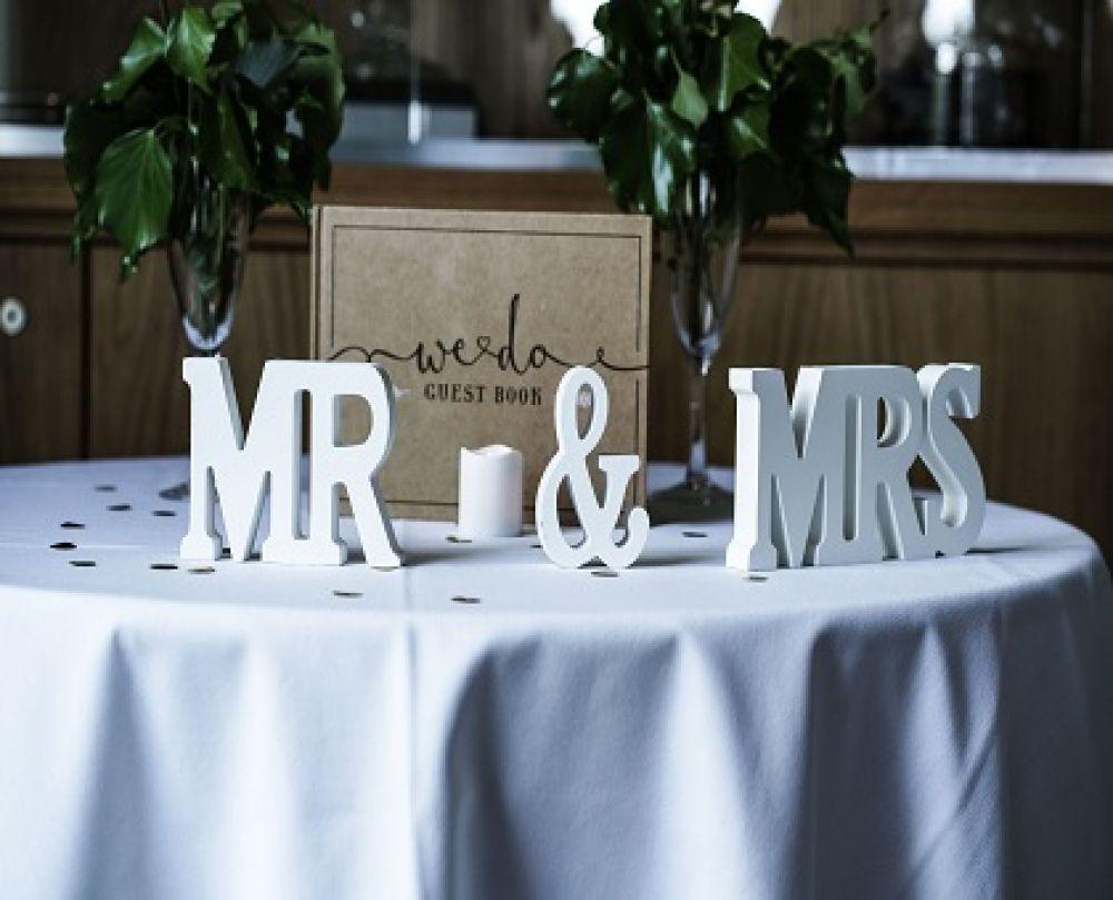 انواع کادوها و هدایا برای تازه عروس و تازه داماد