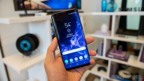 راهنمای خرید گوشی موبایل:  نقد و بررسی گلکسی S9 سامسونگ