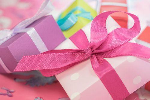 بررسی و خرید بهترین هدیه و کادو روز زن از دیجی کالا با تخفیف